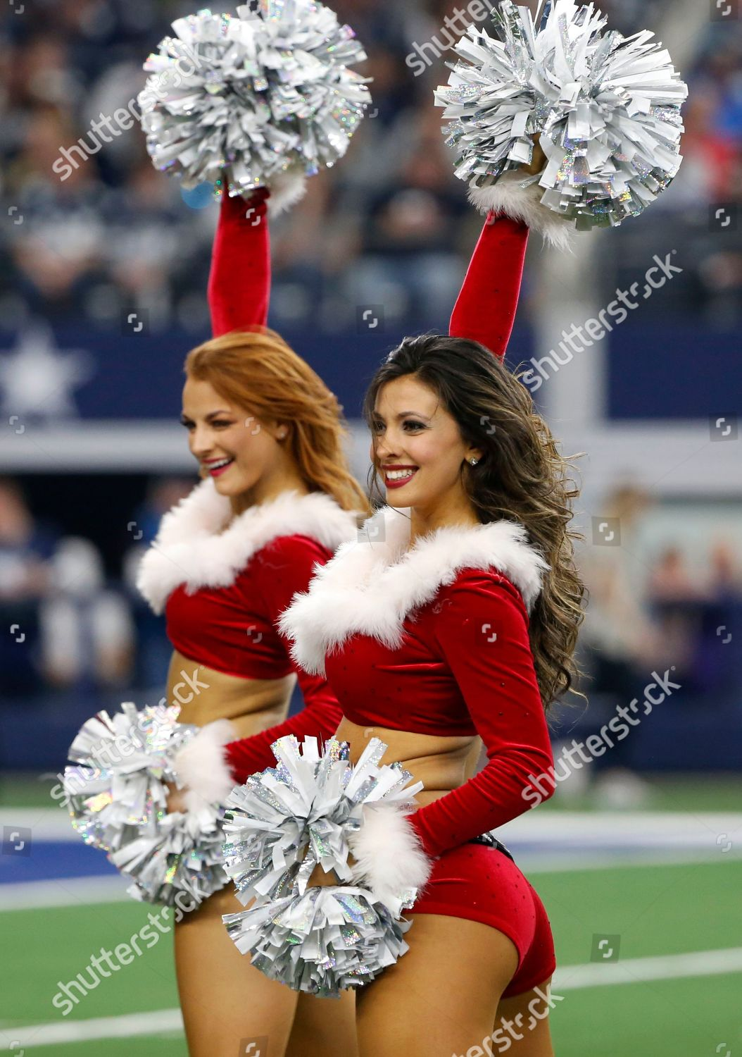 cfc6fc4bb Dallas Cowboys Cheerleaders wear holiday costume they Stock Photo ...