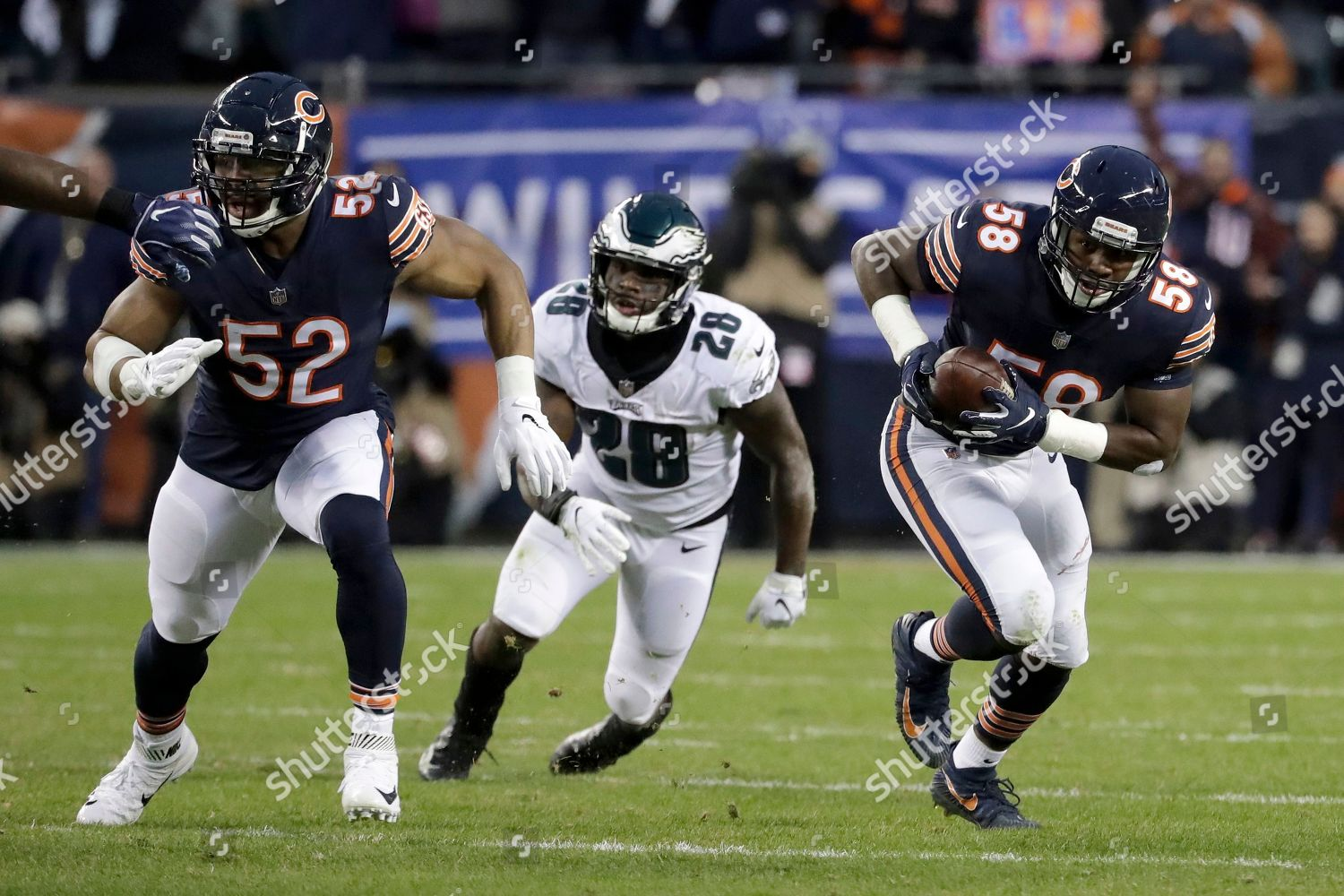 best website b60c4 f89dd Chicago Bears linebacker Roquan Smith 58 runs Editorial ...