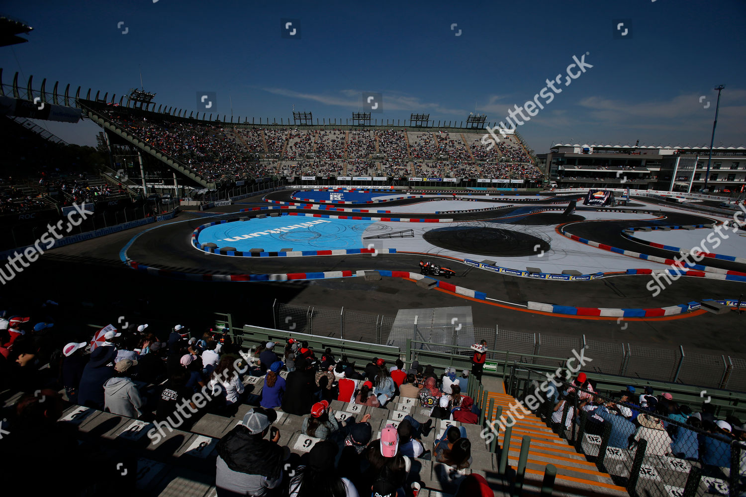 Spectators watch Race Champions Foro Sol Mexico Editorial
