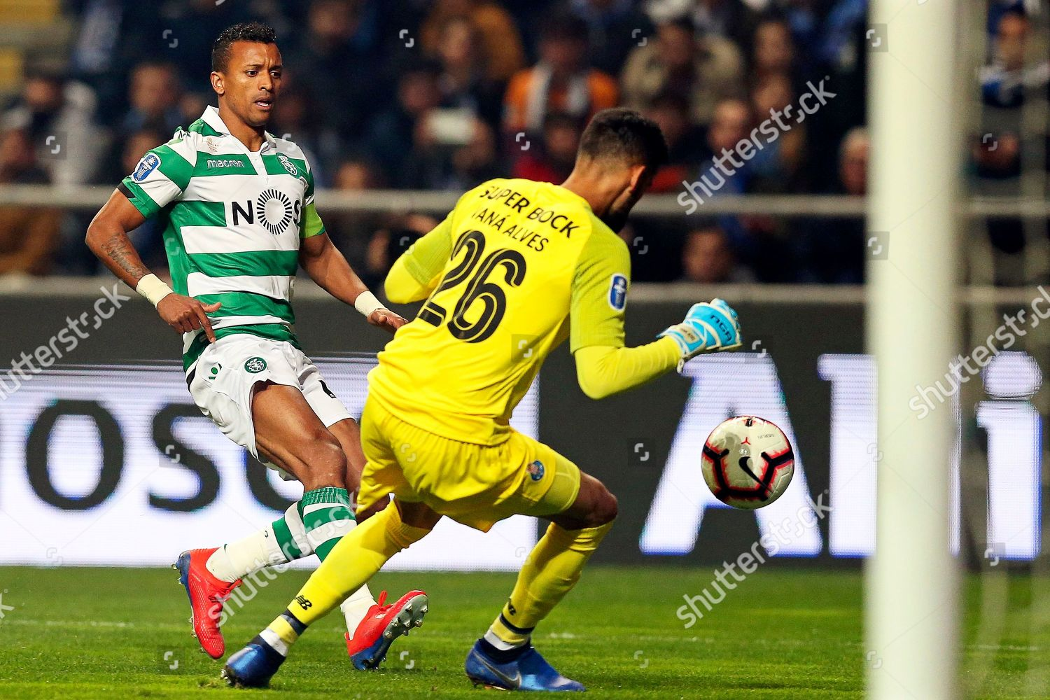 Fc Portos Goalkeeper Vana Alves R Action Editorial Stock Photo Stock Image Shutterstock