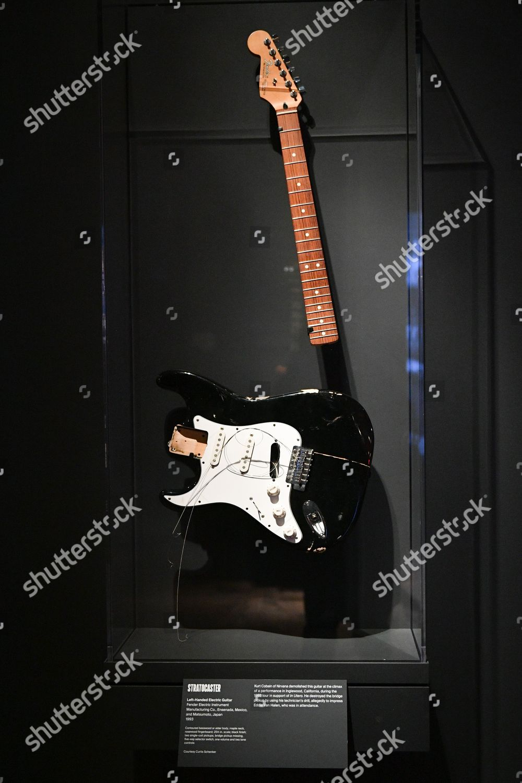 Kurt Cobains Fender StratocasterInstruments Rock Roll