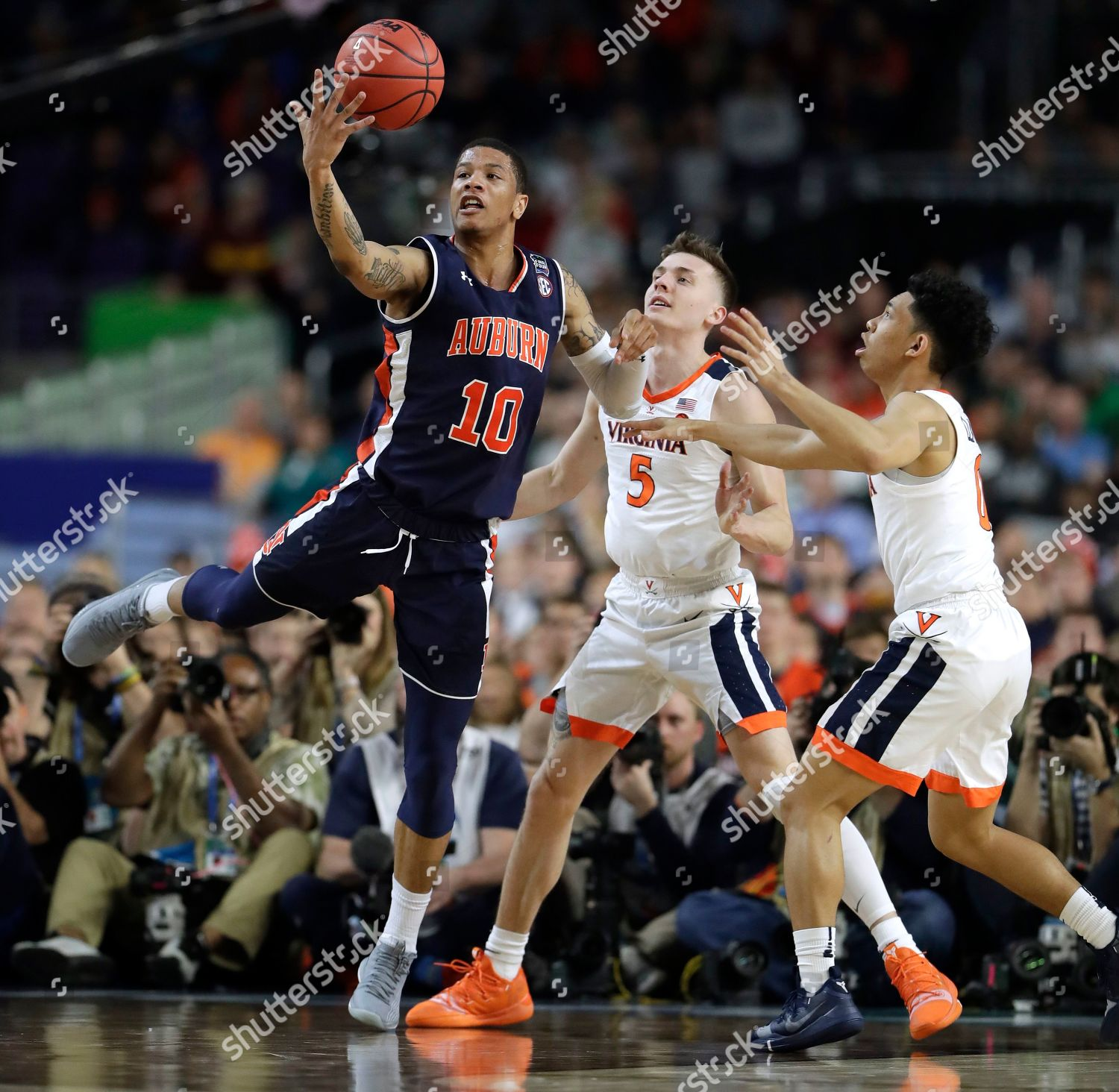 Auburn Guard Samir Doughty 10 Grabs Loose Editorial Stock
