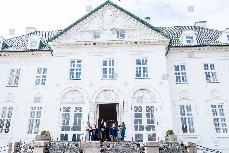 CASA REAL DE DINAMARCA - Página 85 Queen-margarethe-79th-birthday-celebrations-marselisborg-palace-aarhus-denmark-shutterstock-editorial-10208289x