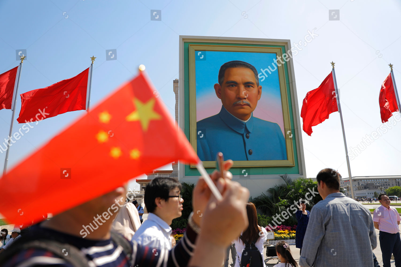 Na Tajvanu raste strah od kineske vojne invazije - Page 2 Tourists-at-tiananmen-square-during-the-labor-day-holiday-in-beijing-china-shutterstock-editorial-10224071l