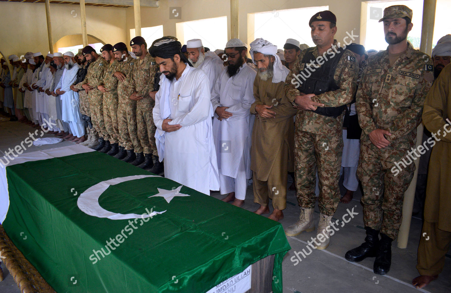 People offer funeral prayer Pakistan army soldier Editorial Stock