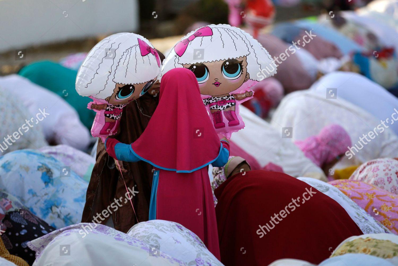 Indonesian Muslim Girls Play Balloons During Eid Editorial Stock