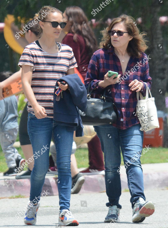 Natalie Portman her mother Shelley Stevens Editorial Stock