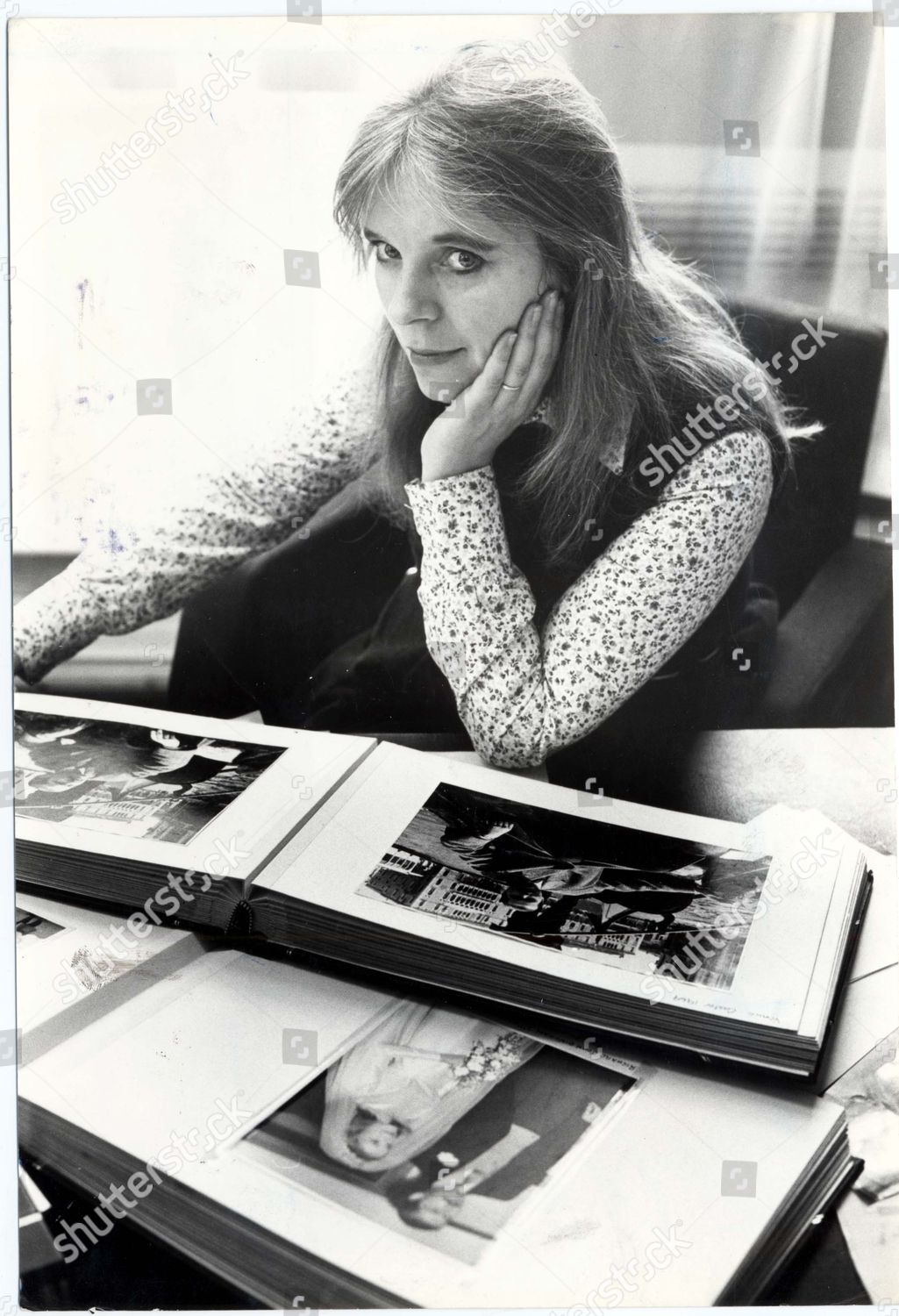 Editorial Who Is Looking Out For These >> Lady Lucan Looking Her Photo Album 1980 Editorial Stock Photo
