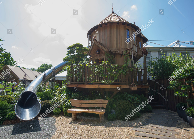 Picture of: Blue Forest Luxury Tree Houses Presents Biggest Foto Editorial En Stock Imagen En Stock Shutterstock