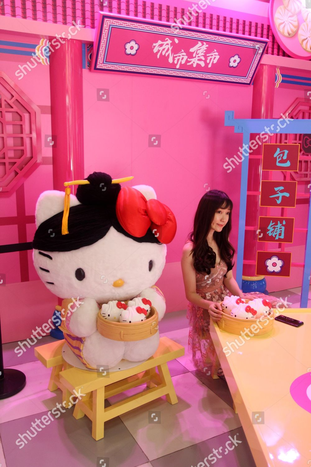 First Hello Kitty Journey Qing Dynasty Theme Foto Editorial