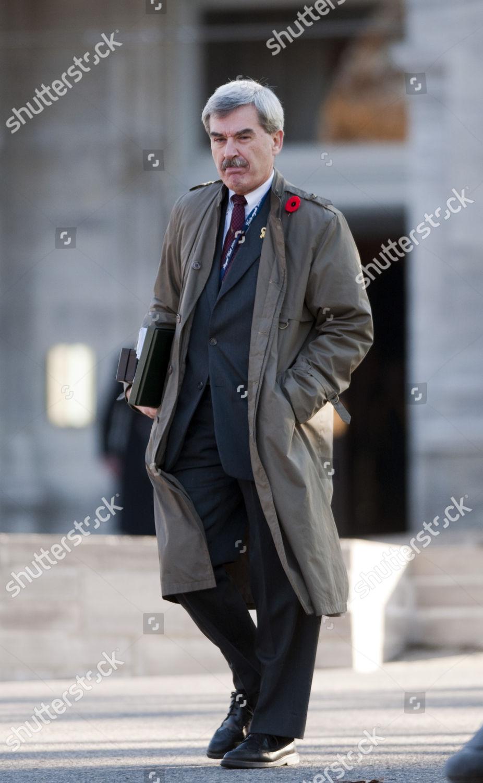 Kevin Macleod Canadian Secretary Queen Elizabeth II