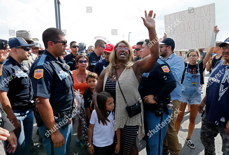 Escorts El Paso Tx >> Police Escort Trump Supporters Away Makeshift Memorial