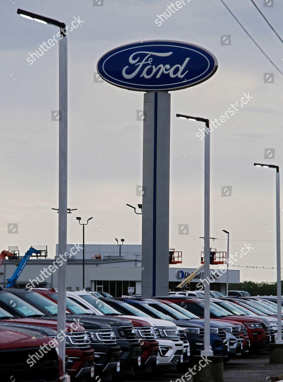 Ford Dealership Greenville Tx >> Ford Pickups Sit Ford Dealership Greenville Texas Editorial