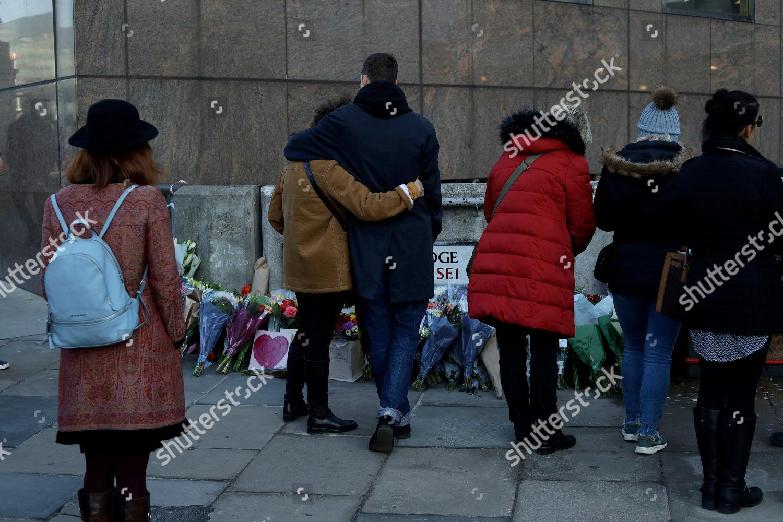 People Look Flowers By London Bridge London Editorial Stock