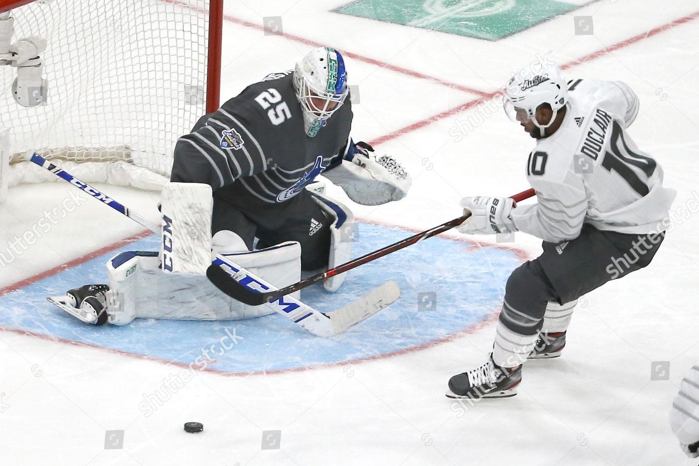 Vancouver Canucks Goalie Jacob Markstrom 25 Blocks Editorial Stock Photo Stock Image Shutterstock