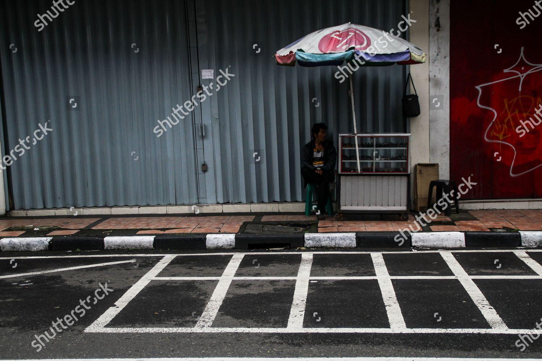 Street Vendor Operates Aside Streets Amid Coronavirus Foto Editorial En Stock Imagen En Stock Shutterstock
