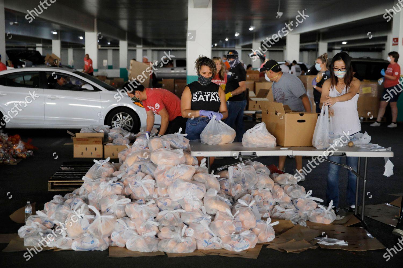 volunteers distribute food drivethru food distribution site editorial stock photo stock image shutterstock 2