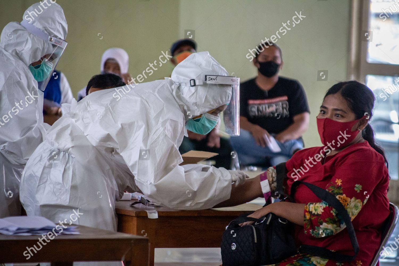 Health Workers Conduct Covid19 Coronavirus Mass Rapid Foto Editorial En Stock Imagen En Stock Shutterstock