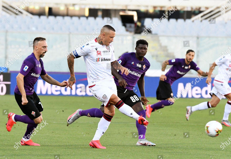 Cagliaris Radja Nainggolan C Action Against Fiorentinas Editorial Stock Photo Stock Image Shutterstock