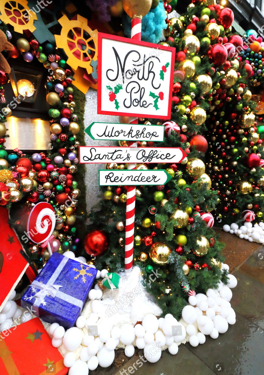 North Pole Signpost Outside Ivy Chelsea Garden Editorial Stock Photo Stock Image Shutterstock