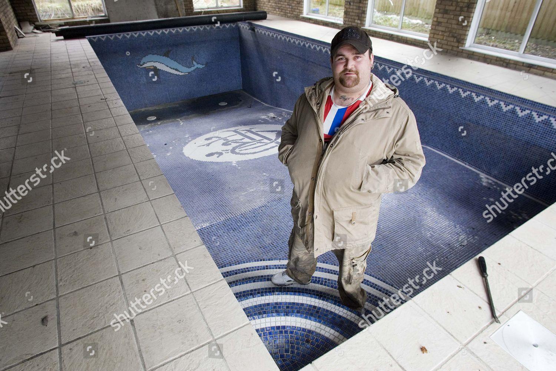 Michael Carroll his swimming pool Rangers badge Foto ...  Michael Carroll...
