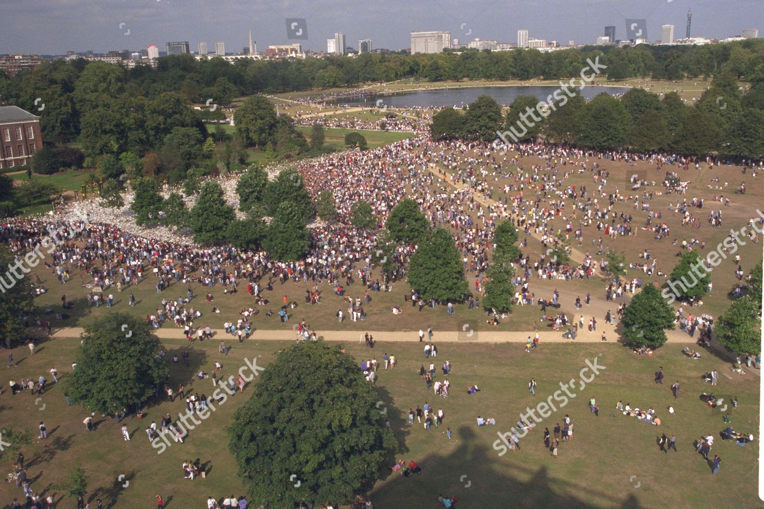 princess diana funeral crowd