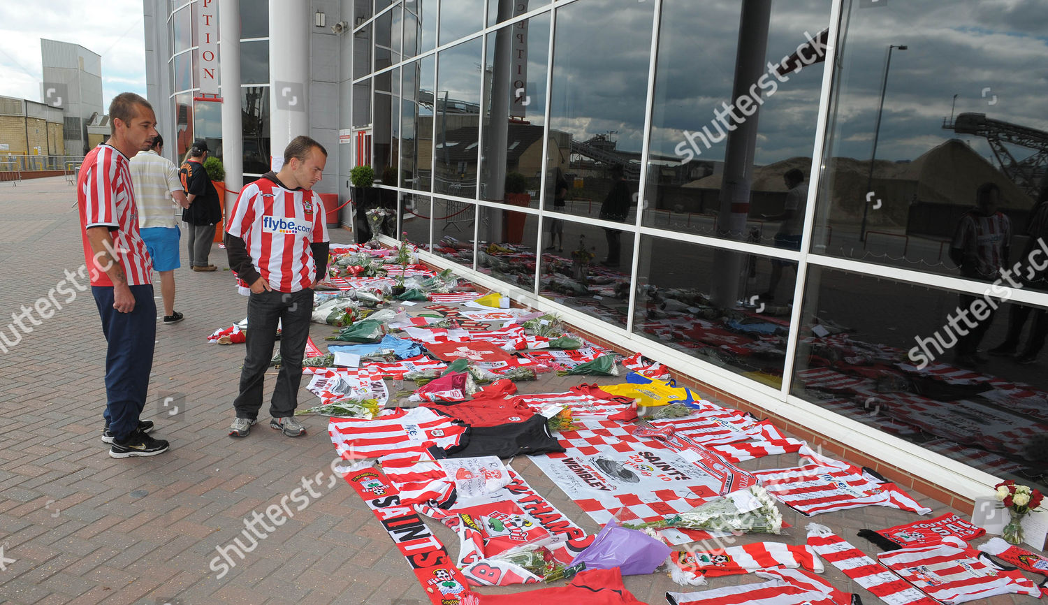 Southampton FC fans lay tributes front clubs Editorial Stock