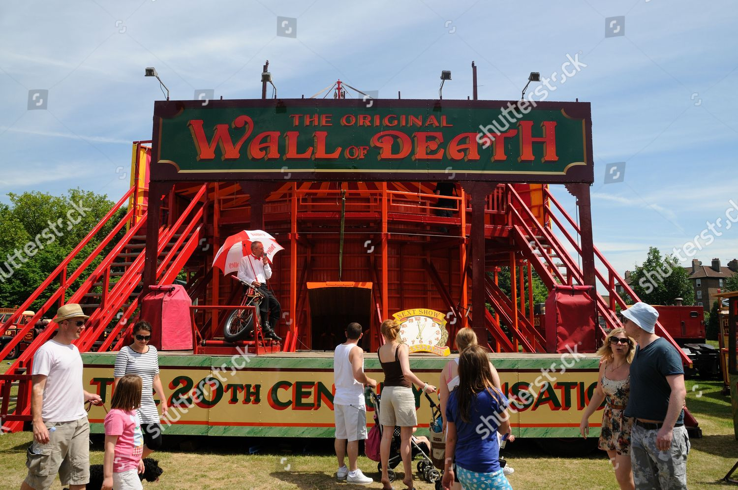 People Gather Around Wall Death Attraction Carters Editorial Stock