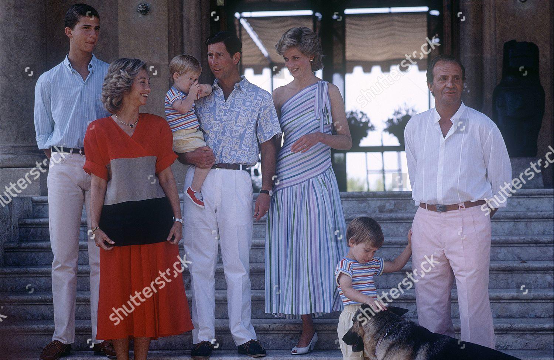 british-royals-on-holiday-maribend-palace-majorca-spain-aug-1986-shutterstock-editorial-126962e.jpg
