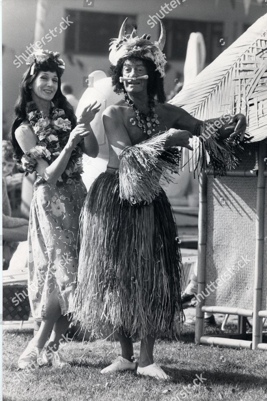 f8babbe4b Television Programme. 'hi-de-hi!' Diane Holland And Barry Howard During  Rehearsals Imagen de stock de Jenny Goodall para uso editorial, 1 oct. 1985