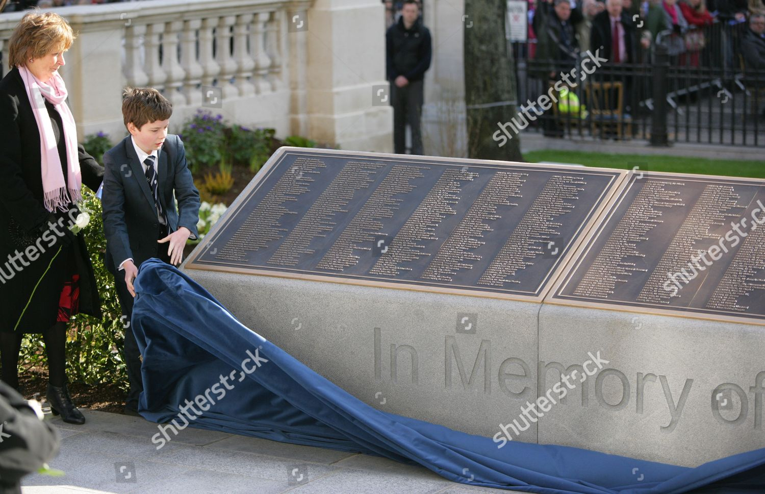 15 avril 2020 : 108 ans du naufrage 100th-anniversary-titanic-commemoration-service-and-unveiling-of-the-titanic-memorial-garden-belfast-northern-ireland-shutterstock-editorial-1695477g