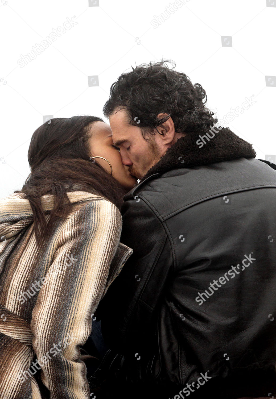 Som är Zoe Saldana dating 2012