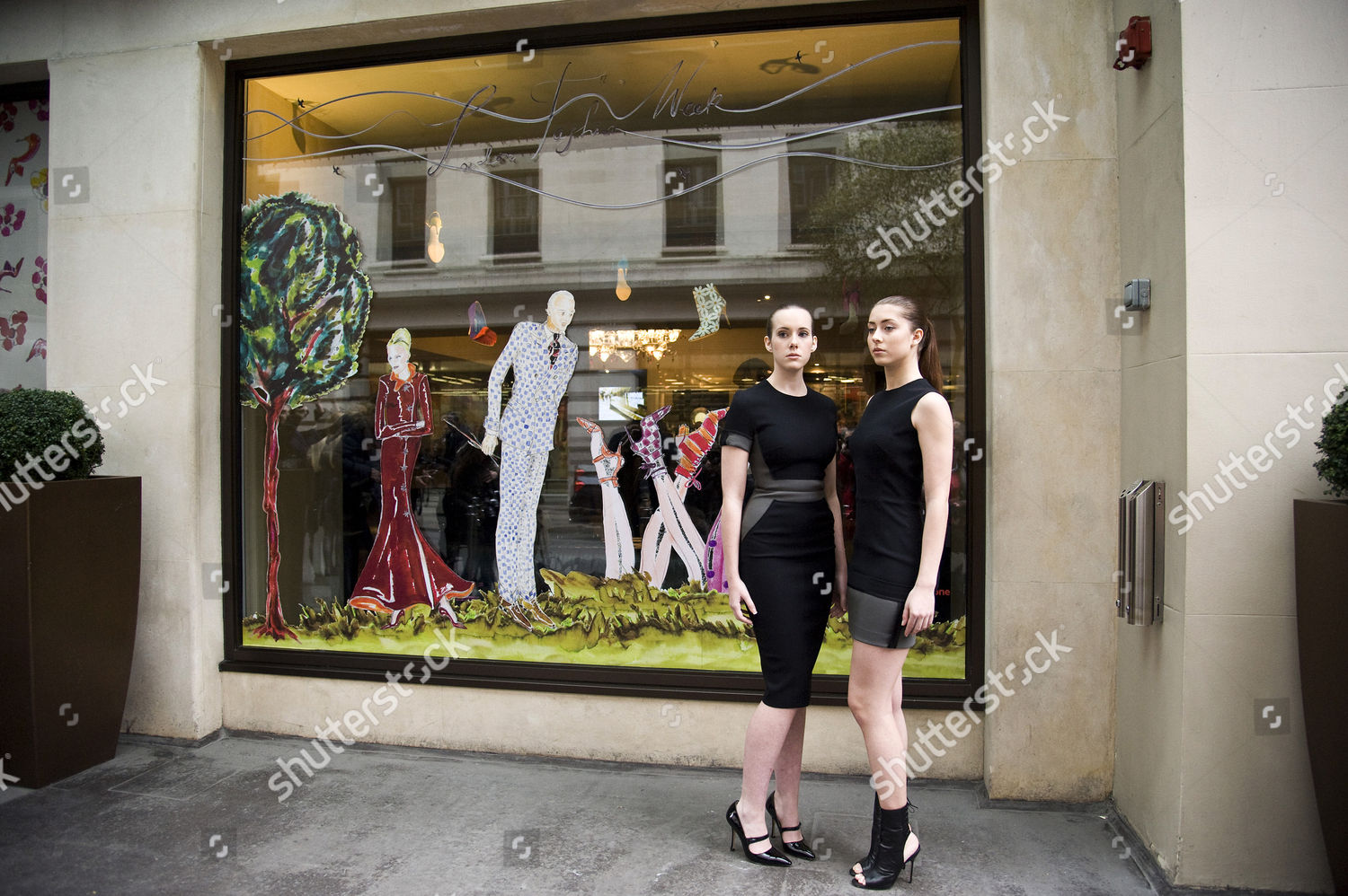 1ad6398755d3f Manolo Blahnik unveils a window display designed by him, for London Fashion  Week. May Fair hotel, London, Britain Imagen de stock de Ray Tang para uso  ...