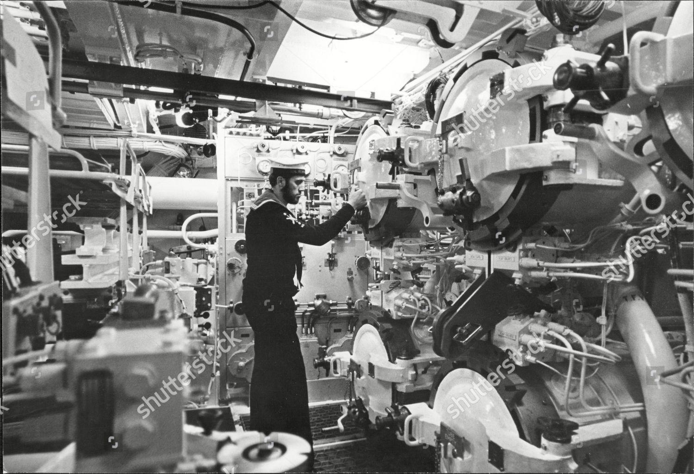 Hms Resolution Royal Navy Nuclear Submarine Torpedo