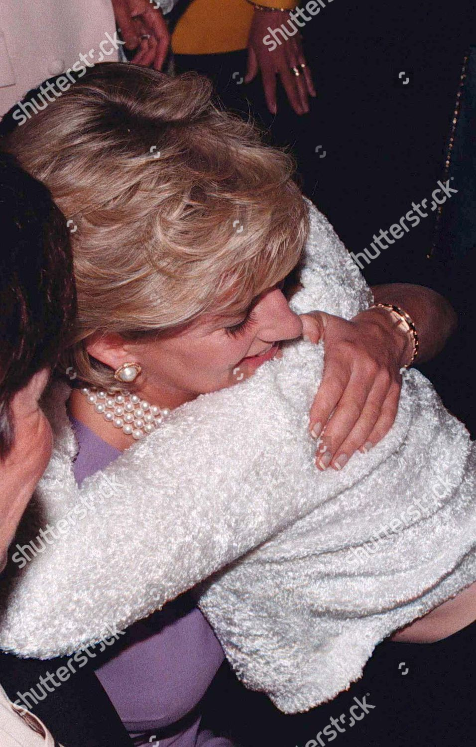princess diana hugging 13 year old emma editorial stock photo stock image shutterstock https www shutterstock com editorial image editorial princess diana visit to australia 1996 265511af