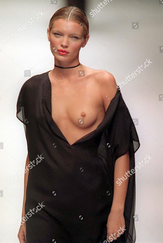 Esther Canadas Nude Photos 24