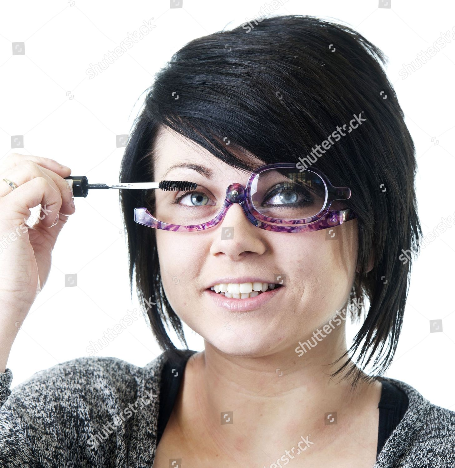 Look - How to mascara apply while wearing glasses video