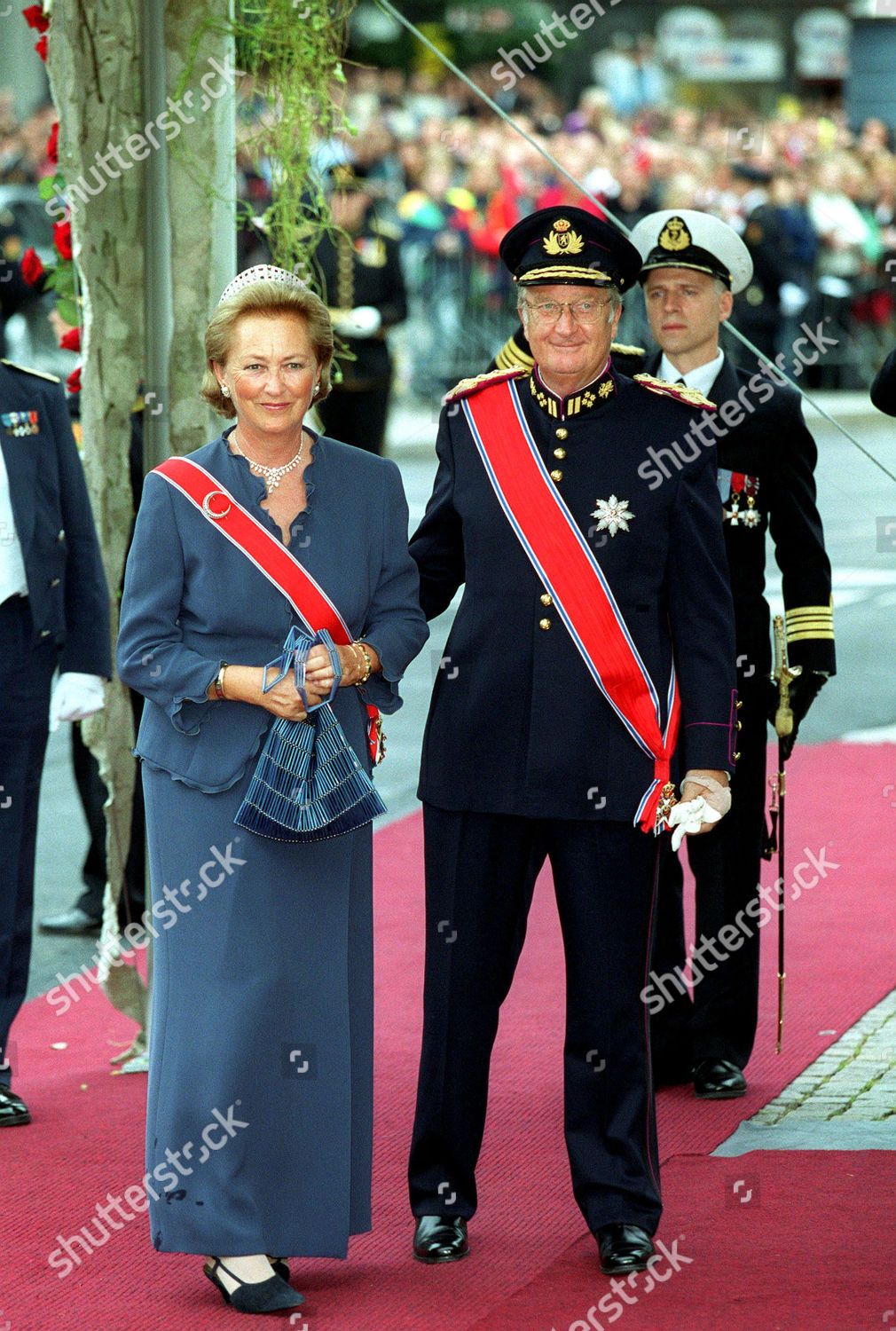 THE ROYAL WEDDING OF CROWN PRINCE HAAKON MAGNUS AND METTE-MARIT TJESSEN HOIBY IN OSLO NORWAY - 25 AUG 2001: стоковое фото