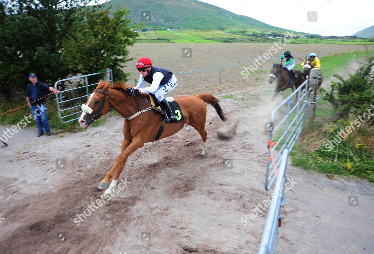 Cahersiveen Horse Pony Races SQUEEZE YOUR KNEES Editorial