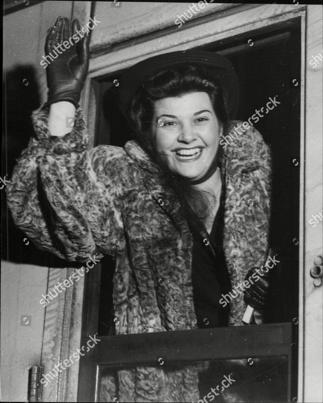 Soprano Singer Ann Ayars Arriving Waverley Station Editorial Stock