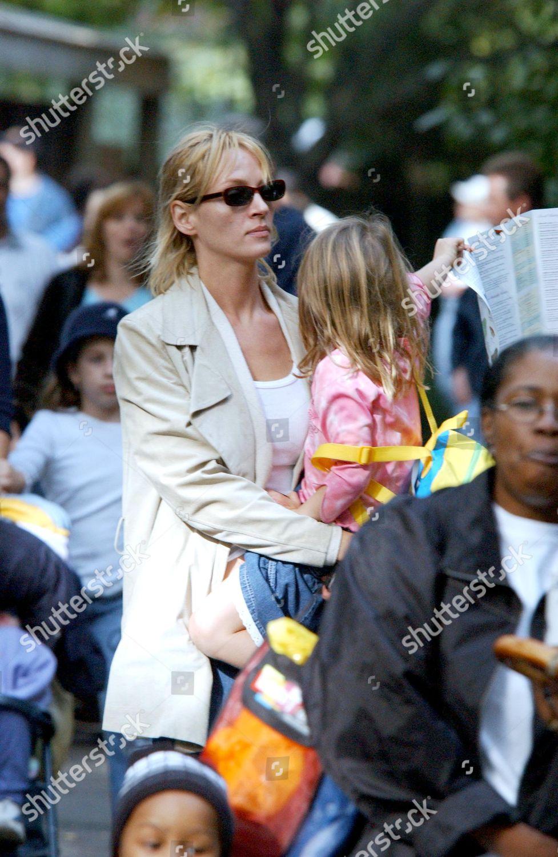 Stock photo of UMA THURMAN WITH CHILDREN AT BRONX ZOO, NEW YORK, AMERICA - 11 OCT 2003