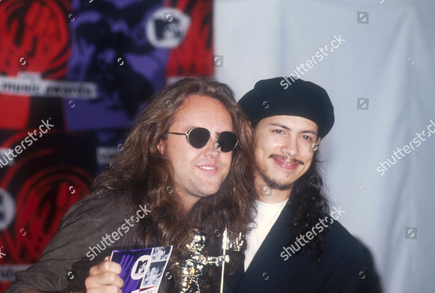 """Kirk Hammet interview on GN'R guys becoming """"unacessible"""" and a """"third party"""" account of the Axl feud with Kuurt Cobain Metallica-shutterstock-editorial-437644r"""