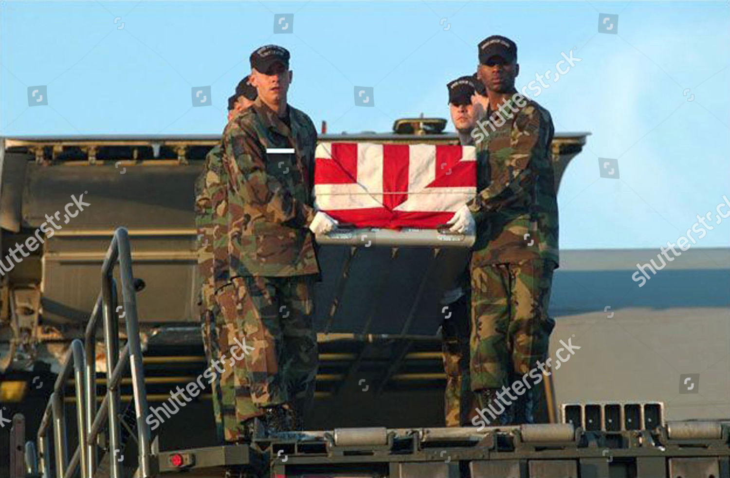 COFFINS AMERICAN TROOPS KILLED IRAQ ARRIVE HOME Editorial