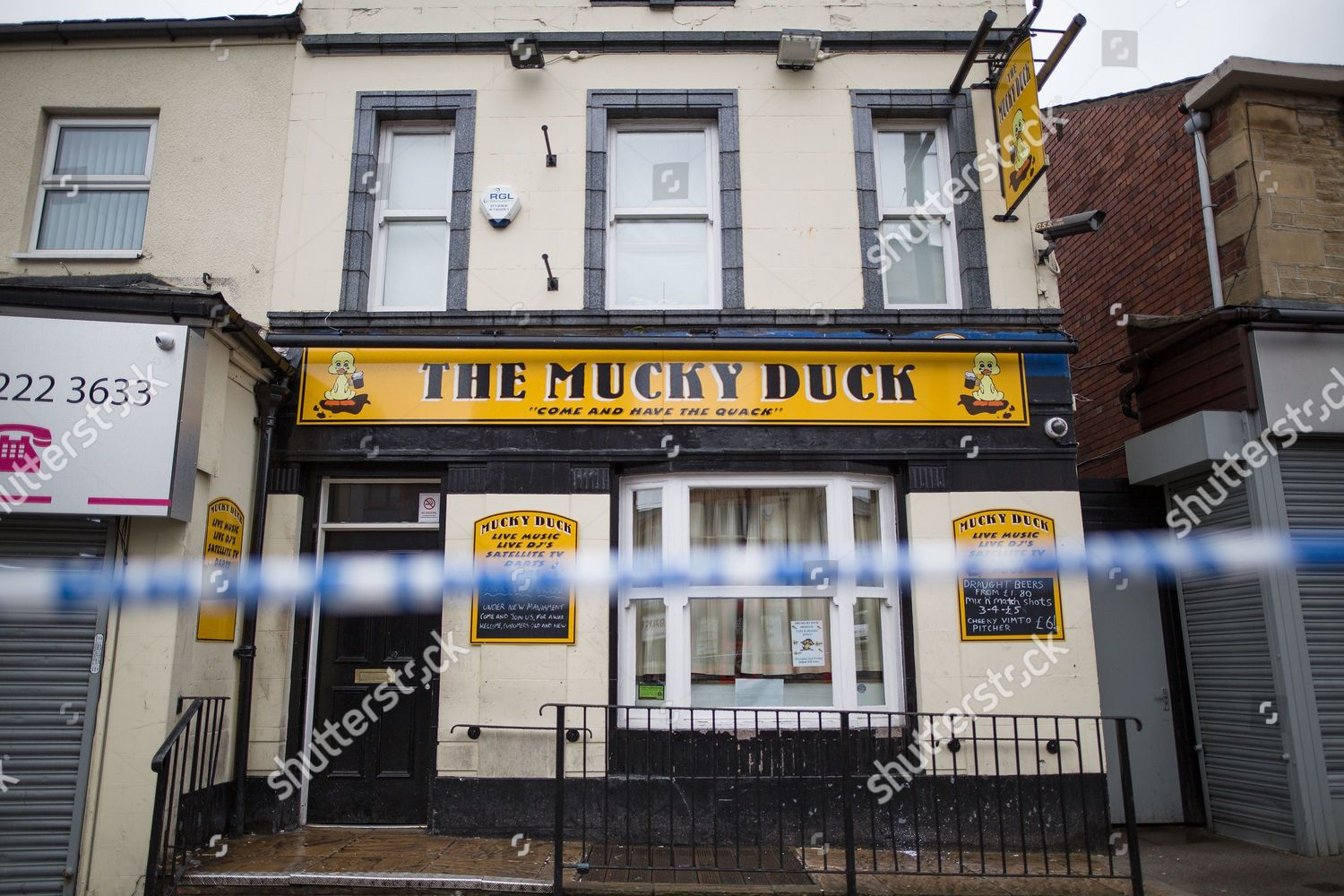 Police cordon around Mucky Duck pub Editorial Stock Photo