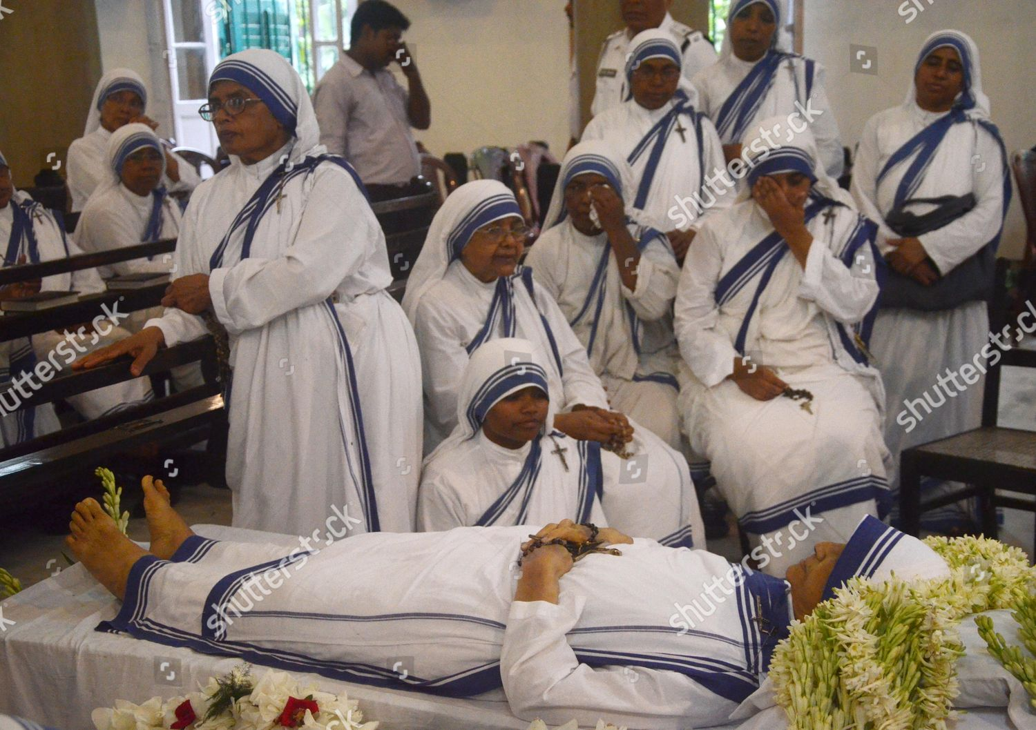 Roman Catholic nuns paying respects Sister Nirmala Editorial