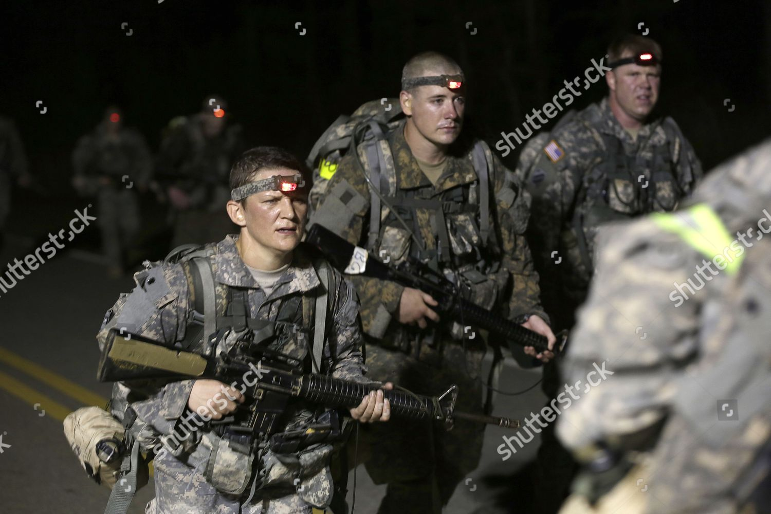 Female soldiers have complete same training requirements