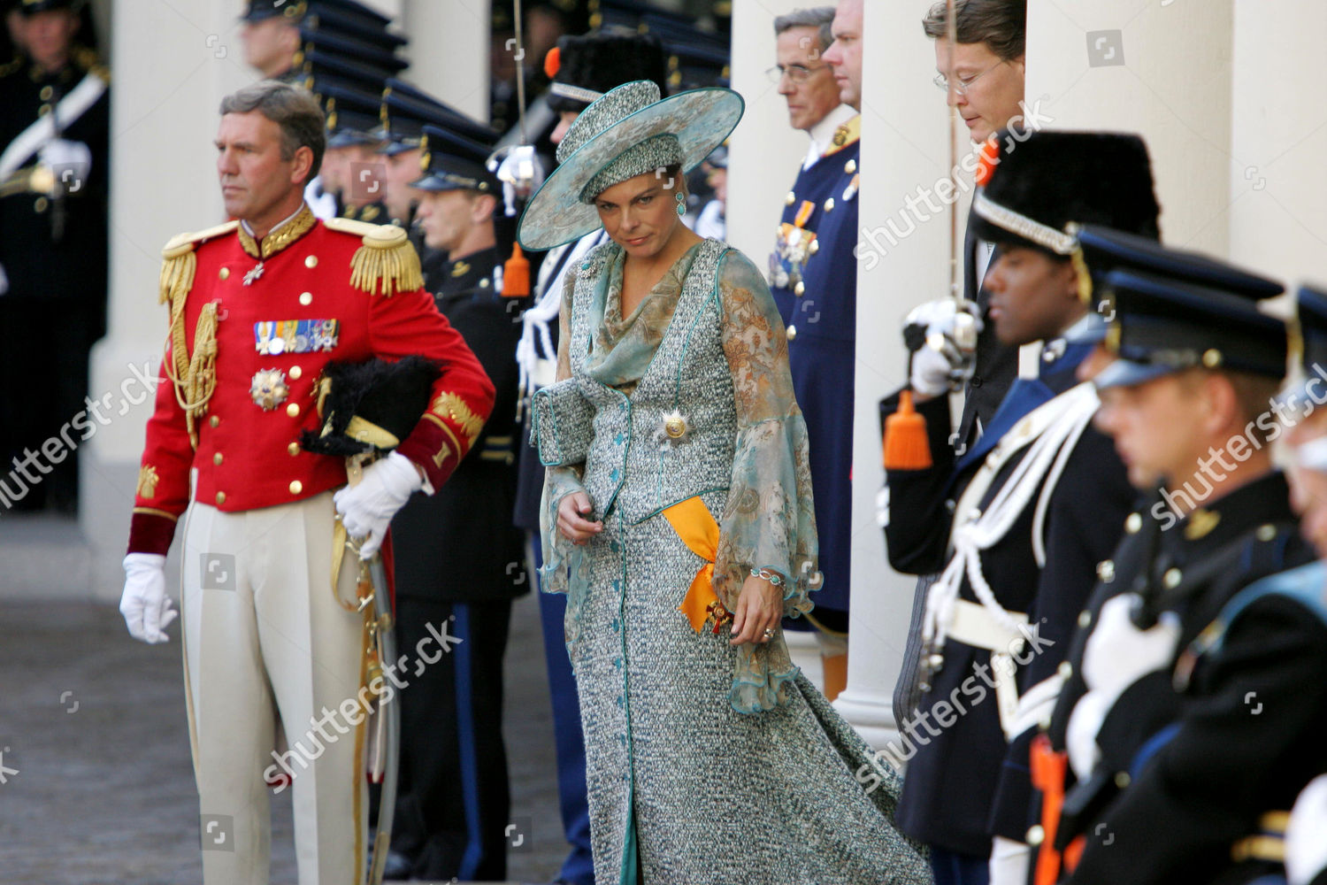 DUTCH ROYALS LEAVING NOORDEINDE PALACE FOR PARLIAMENT ON PRINCES DAY, DEN HAAG, HOLLAND - 20 SEP 2005: стоковое фото
