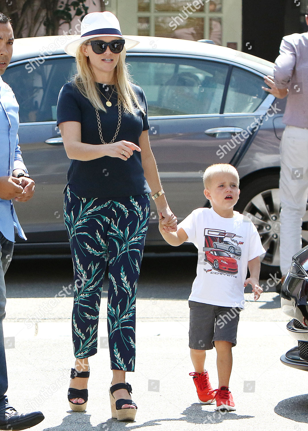 Reese Witherspoon Tennessee James Toth Editorial Stock Photo Stock Image Shutterstock Reese witherspoon & her husband jim toth were arrested because he failed the sobriety test & she told off. https www shutterstock com editorial image editorial reese witherspoon and jim toth out and about los angeles usa 27 aug 2016 5848566o