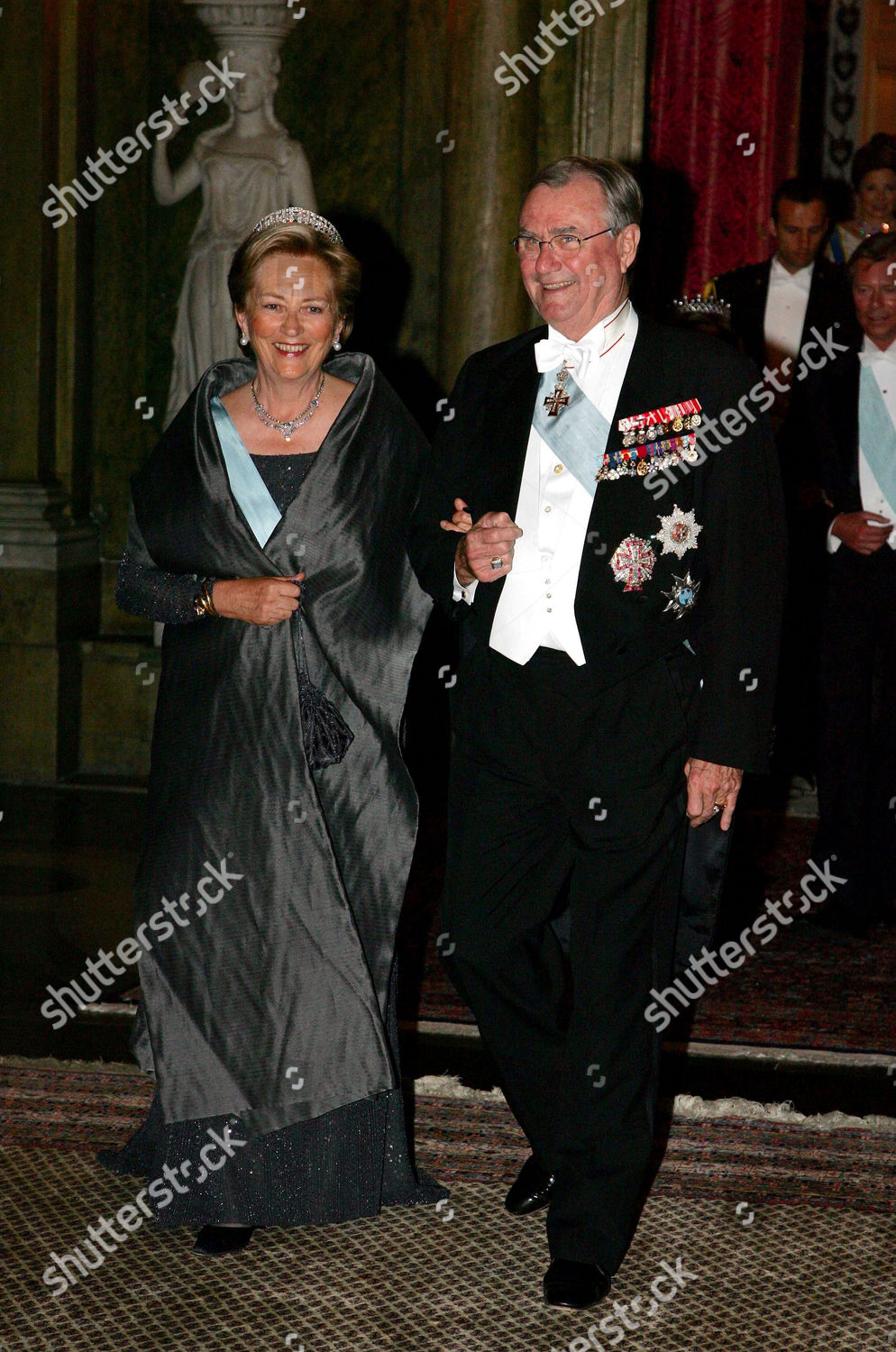 KING CARL GUSTAF 60TH BIRTHDAY GALA DINNER AT THE KINGS PALACE, STOCKHOLM, SWEDEN - 30 APR 2006: стоковое фото