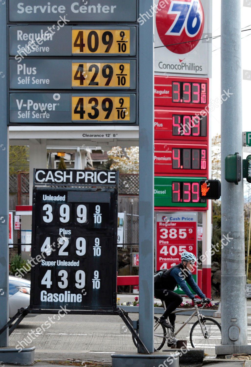 Gas Prices Seattle >> Bicyclist Waits Intersection Between Competing Gas Stations